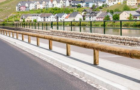 Wooden crash barriers - Services